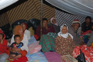 PANGALENGAN is a mountainous area with very cold temperatures at night. Nighttime temperatures in the dry season as much colder now rather than in the rainy season. In the midst of this situation, women, children, and parents had to deal with extremely cold temperatures at night because they have to live in emergency tents from the house where he lived were destroyed. Morethan 3,000 peoples now live under tent facing a hard fasting time.